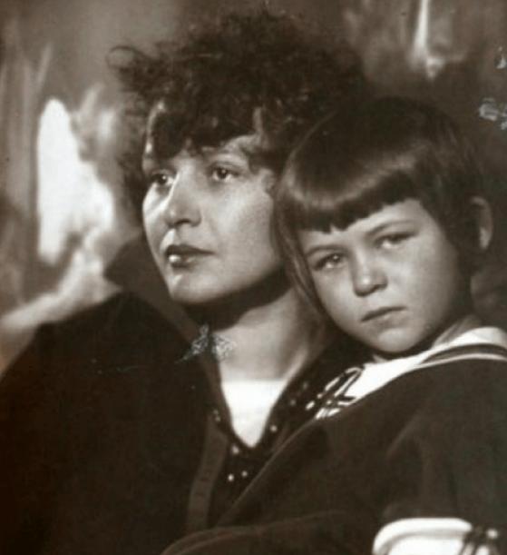 Выставка, посвященная 100-летию со дня рождения Татьяны Сергеевны Есениной