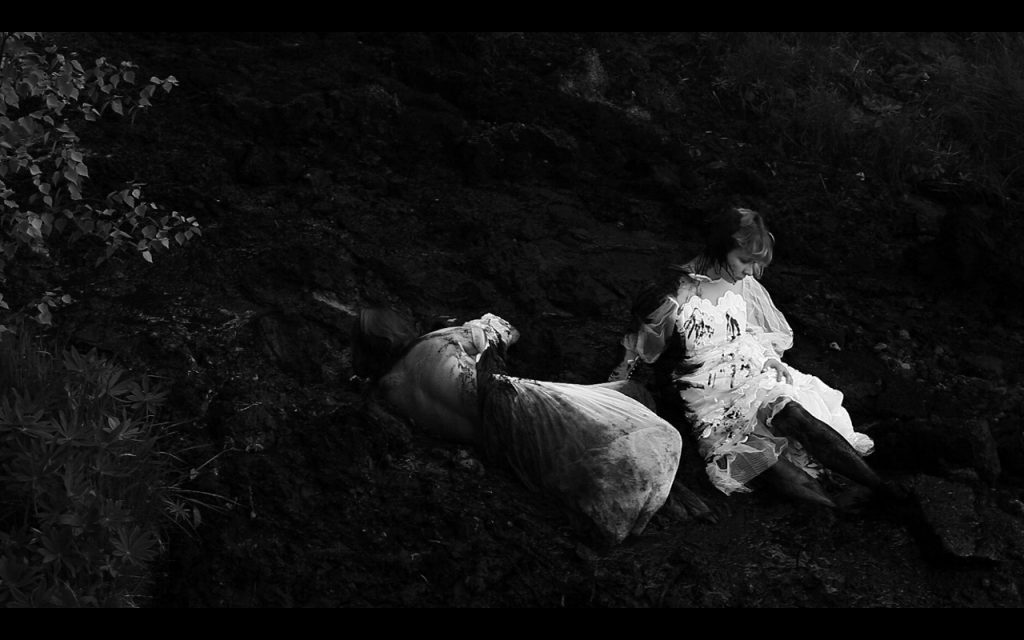 Выставка группы Нежные бабы «Ночью все женщины нежные»