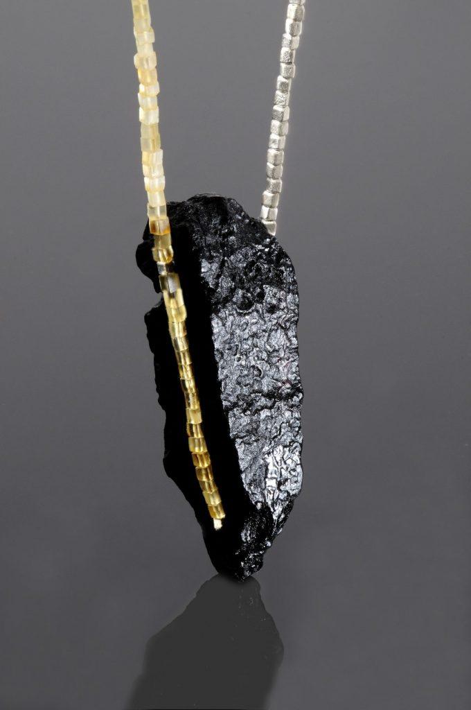 «Art7 Black Dress». Современное ювелирное искусство